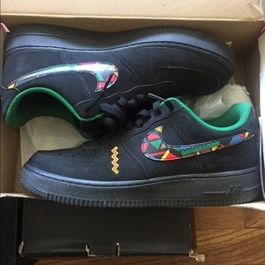 Nike black airforce 1s